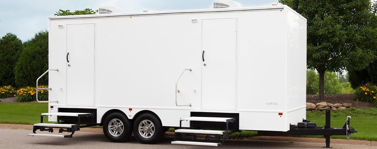 8-unit-restroom-trailer