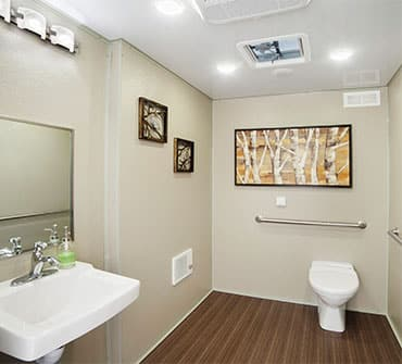 8rm-shower-trailer-rental2